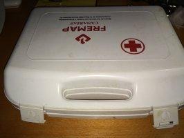 Reciclaje de maleta para guardar aparatos electrónicos